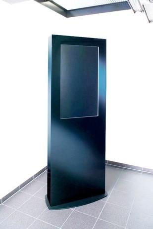 Stele mit Glasfront